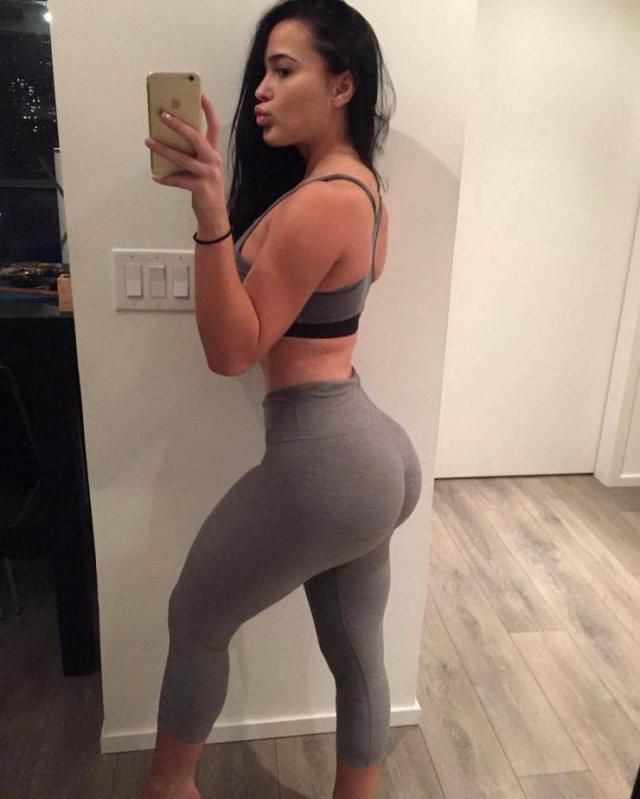 Hot Girls In Yoga Pants (59 pics)