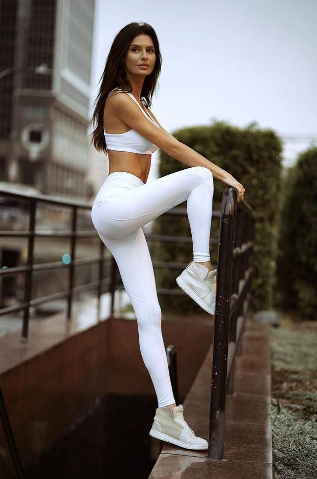 Hot Girls In Yoga Pants (59 pics)