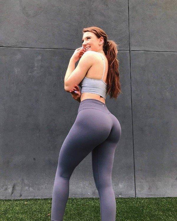 Skinny Yoga Pants On Fit Girls (32 pics)