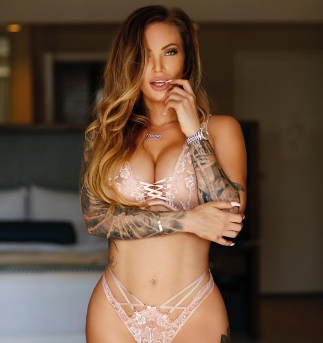 Random Hot Girls (53 pics)