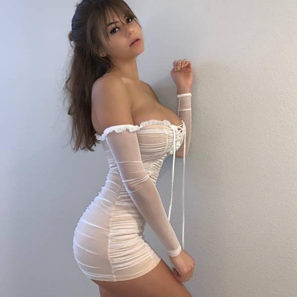 Ladies In Tight Dresses (57 pics)