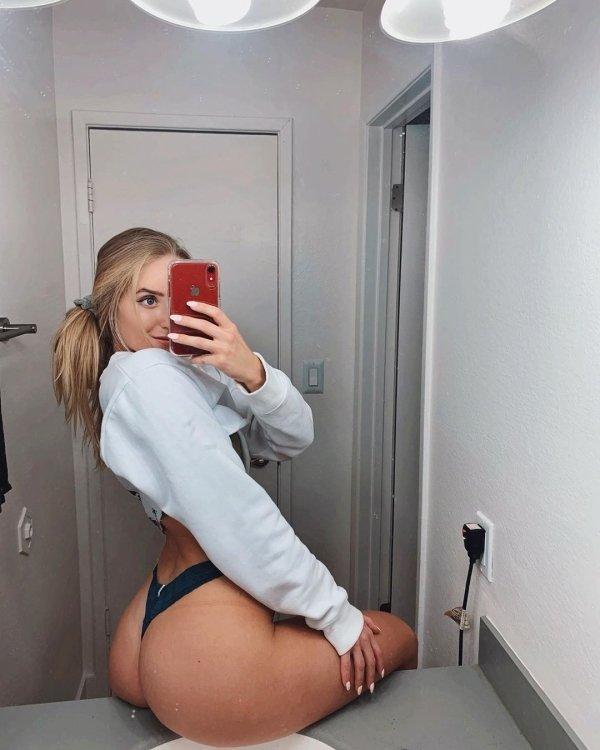 Girls In Sweaters (48 pics)