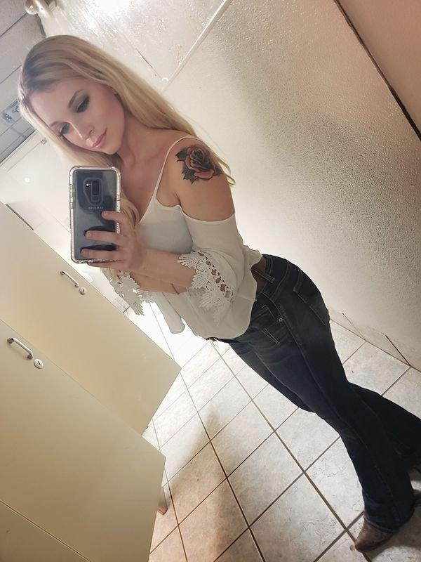 Ladies In Jeans (47 pics)