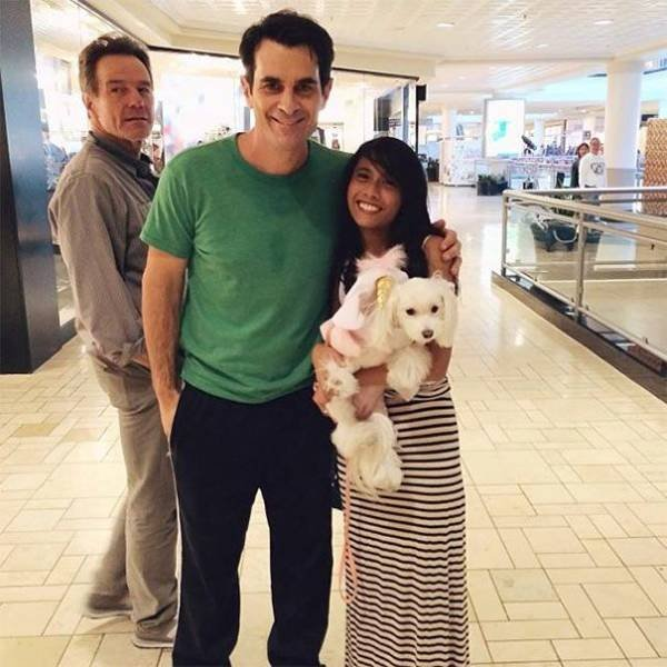 Celebrities Photobomb Ordinary People (27 pics)