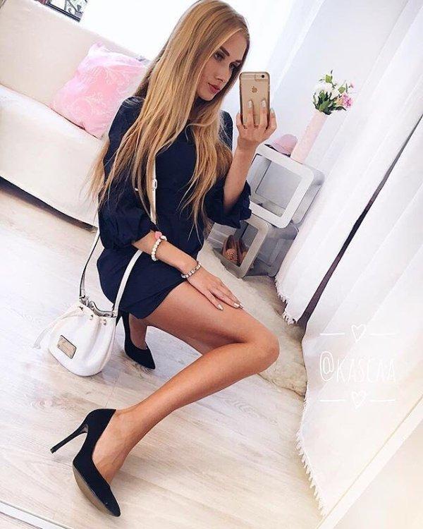Ladies Wearing High Heels (33 pics)
