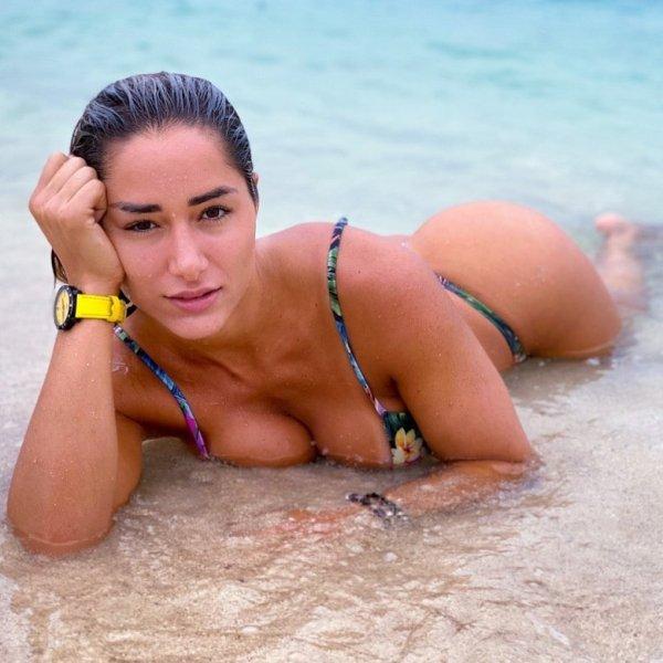 Beach Girls (38 pics)