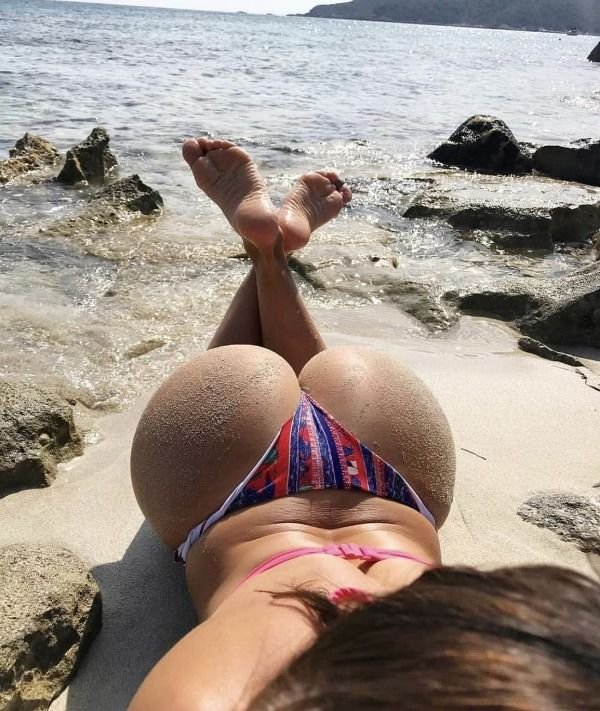 Let's Take A Look From Behind (35 pics)