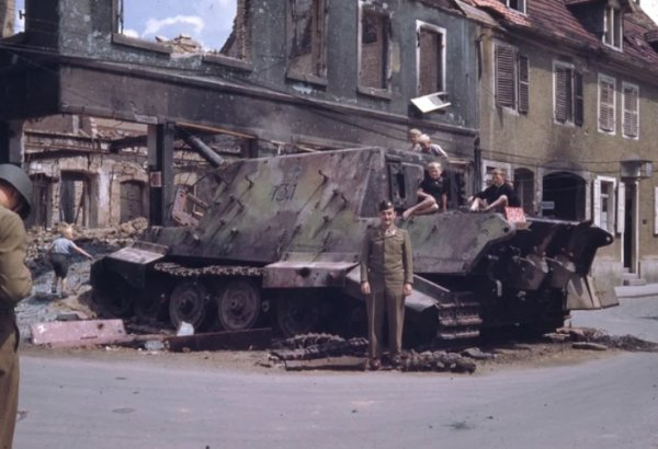 Old Destroyed Tanks (30 pics)