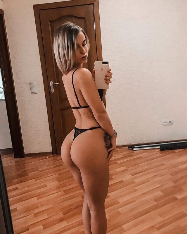 Seen From Behind (40 pics)