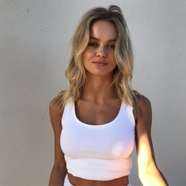 Ladies In White T-Shirts (40 pics)