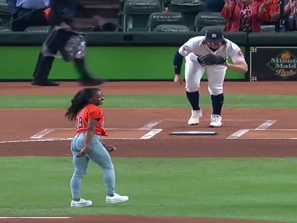 Size Comparison Between A US Olympic Gymnast And An MLB Pitcher