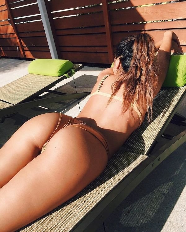 Let's Take A Look From Behind (40 pics)