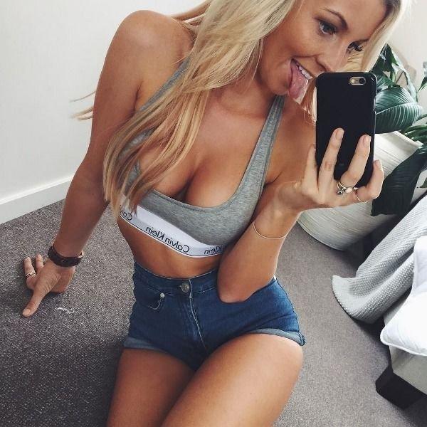 Ladies In Jeans (42 pics)