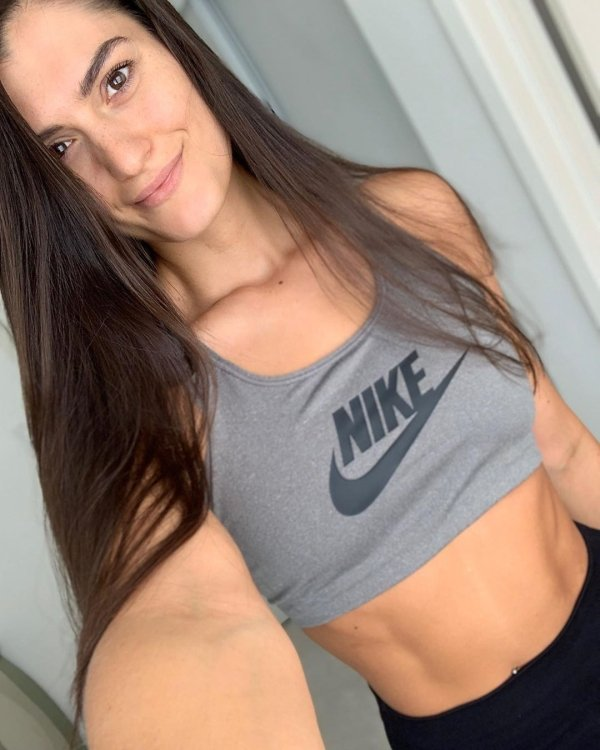 Fit Girls In Sports Bras (41 pics)