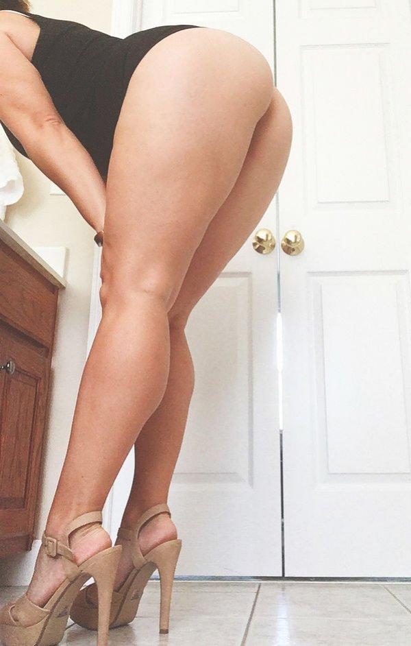 High Heels (30 pics)