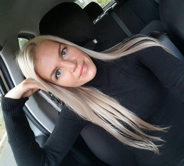 Hot Selfies (46 pics)