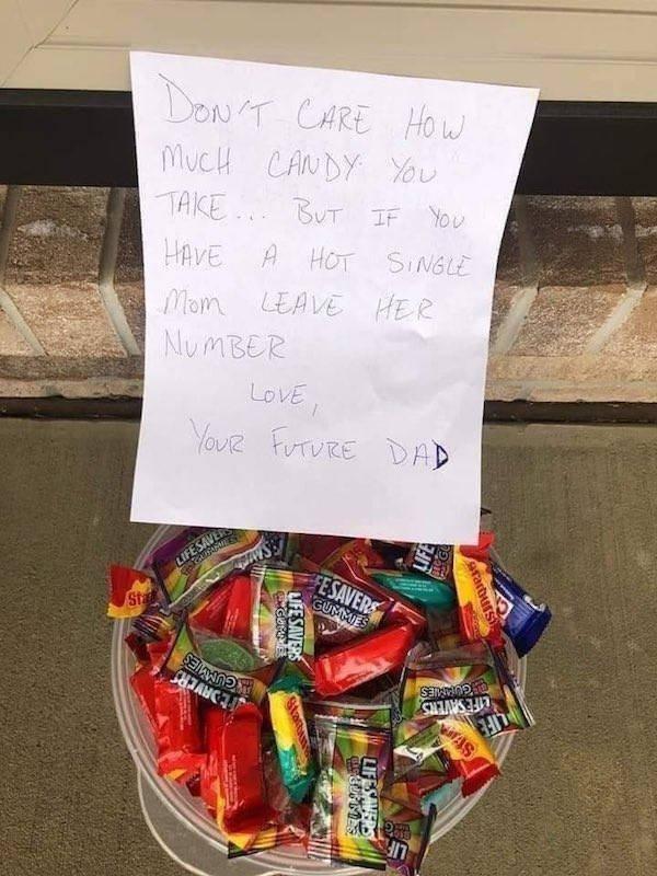 Weird Halloween Giveaways (15 pics)