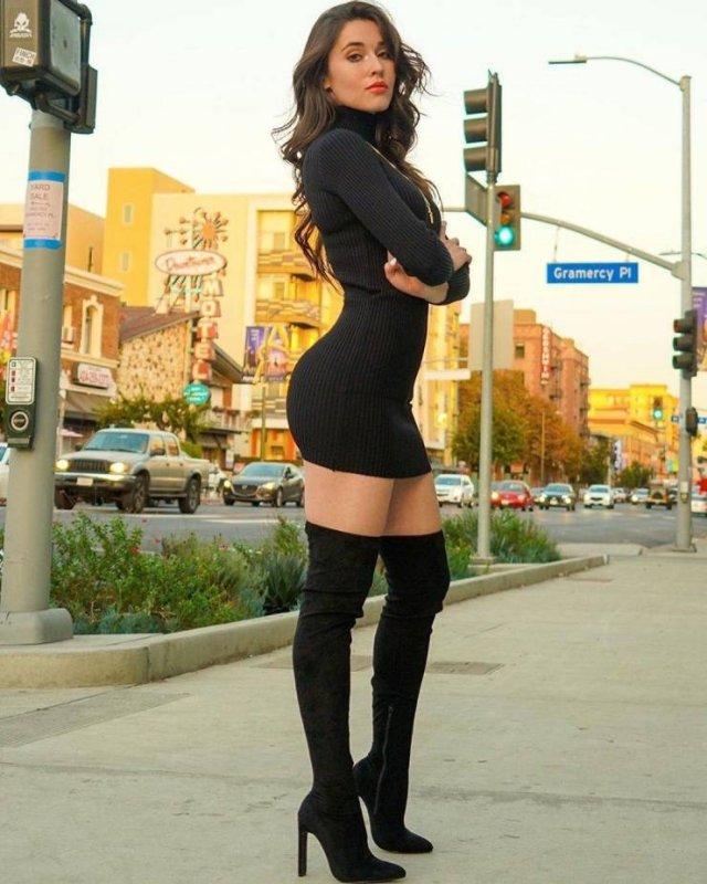 Girls In Tight Dresses (55 pics)