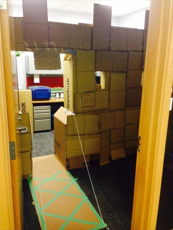 These Can Only Happen At Work (32 pics)