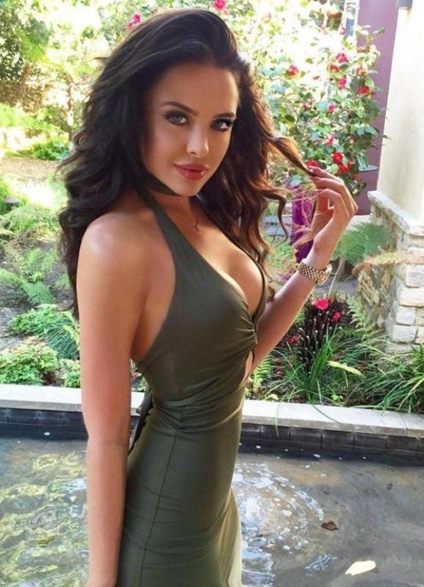Hot Girls In Sexy Dresses (50 pics)