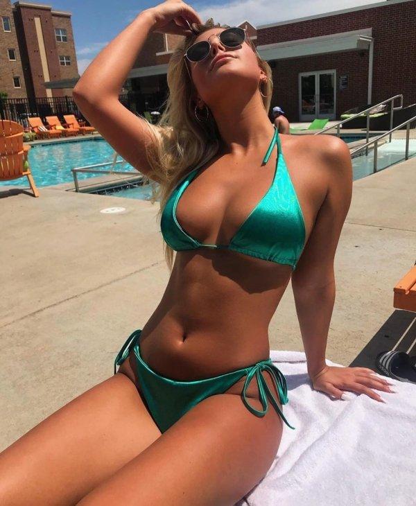Girls In Bikinis (61 pics)