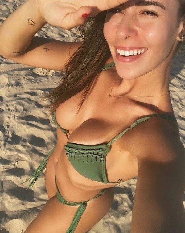 Hot Selfies (32 pics)