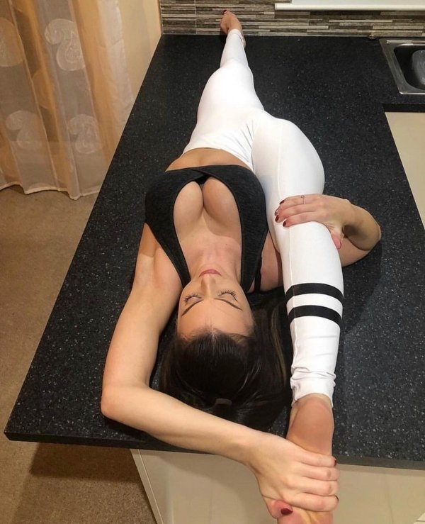Stretching Girls (42 pics)