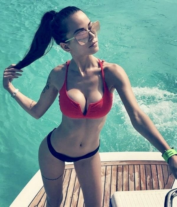 Beautiful Ladies From All Sides (37 pics)