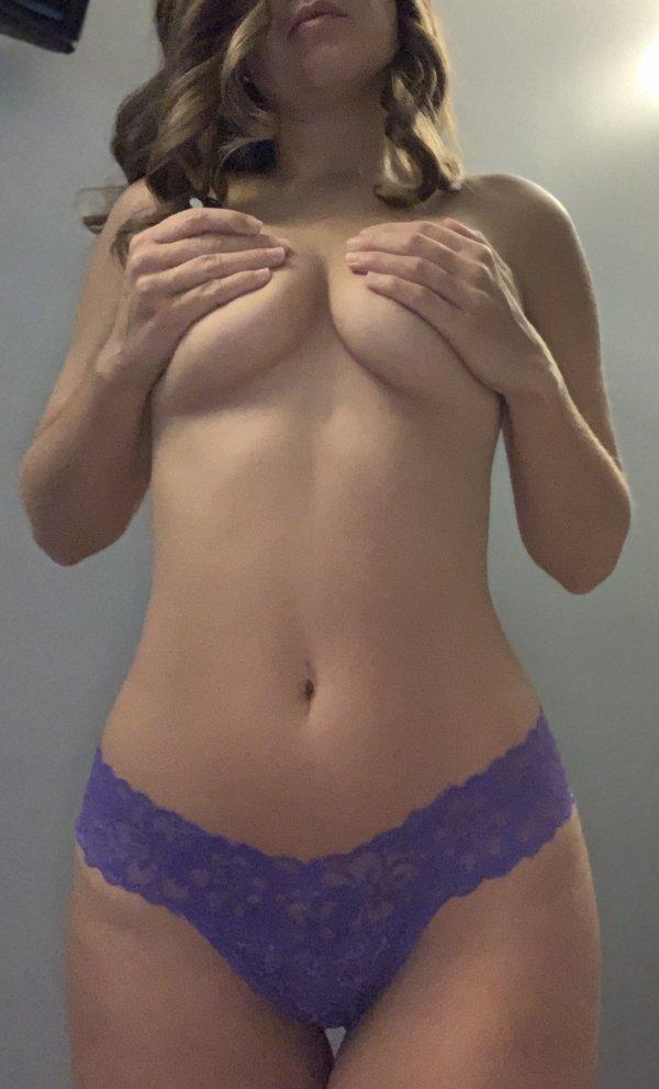 Underboob Girls (53 pics)