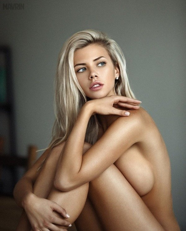 Busty Girls (30 pics)
