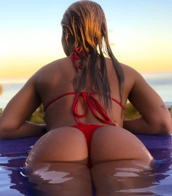 Girls In Bikinis (40 pics)