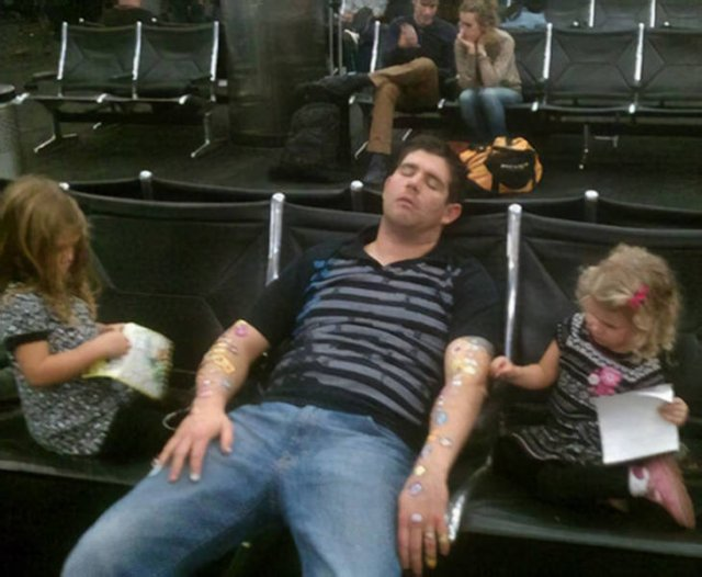 Strange Things In The Airports (44 pics)