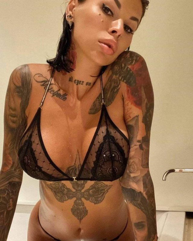 Girls With Tattoos (54 pics)