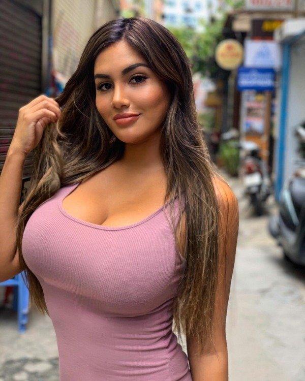 Hot Ladies (31 pics)