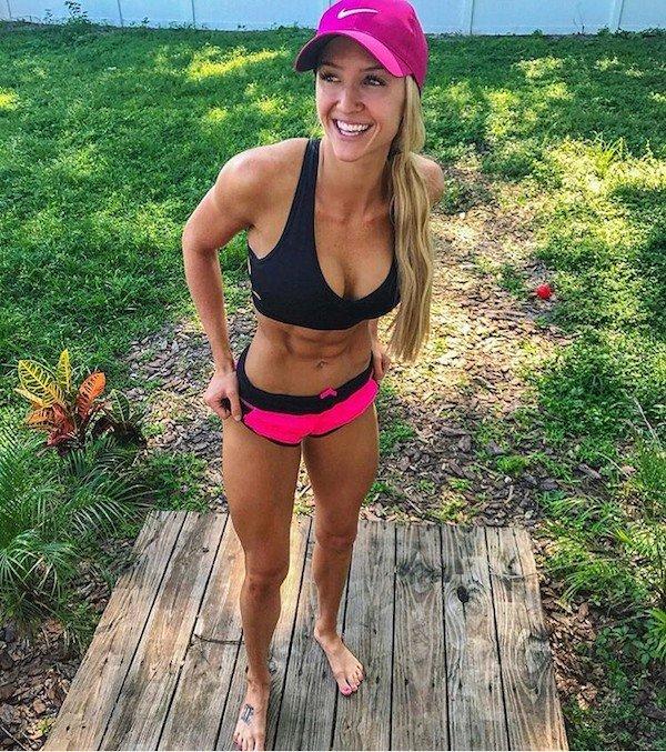 Fit Girls In Sports Bras (31 pics)