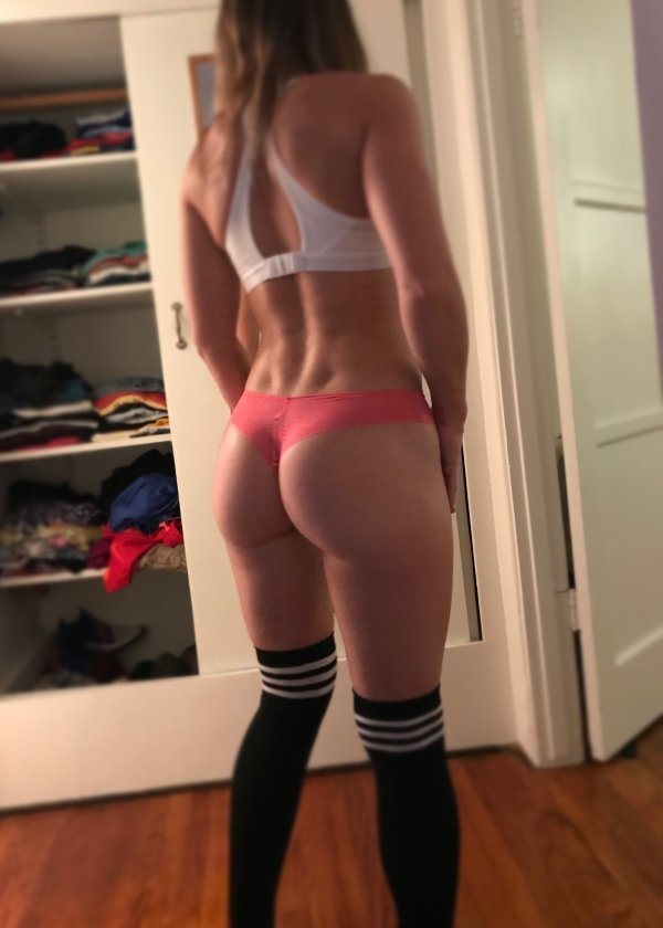 Girls With Back Dimples (34 pics)