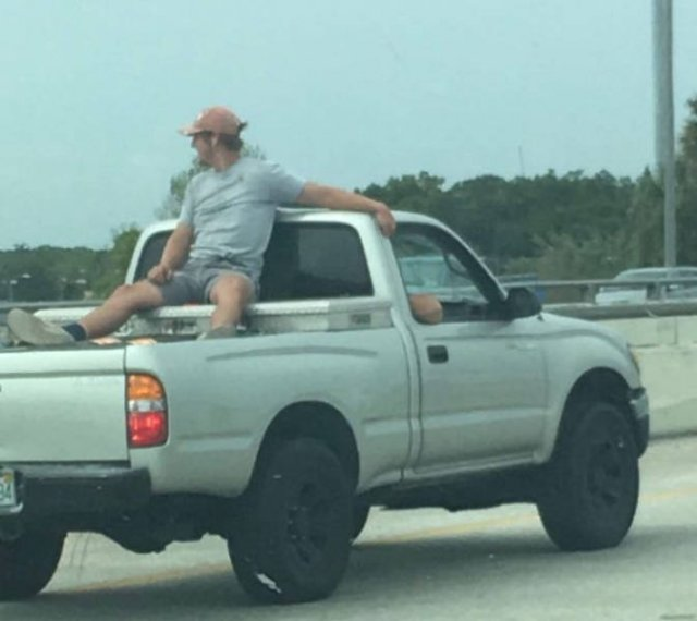 Who On Earth Gave Them Driving License (25 pics)