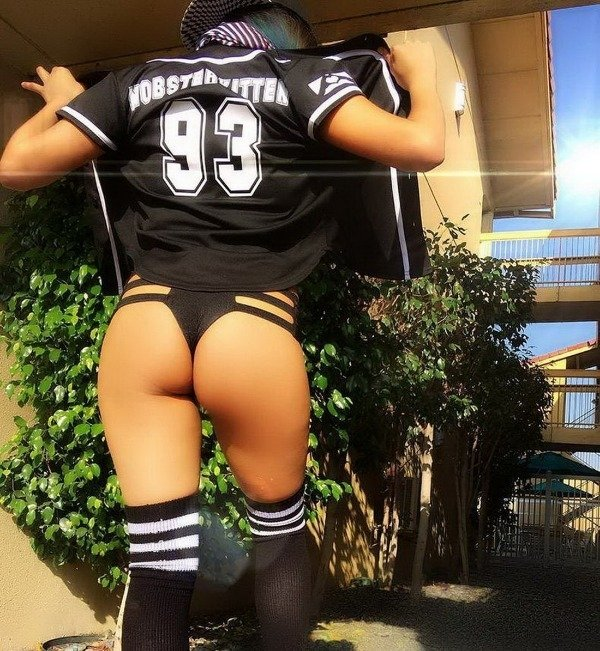 Hot Girls Can Be Sport Fans (47 pics)