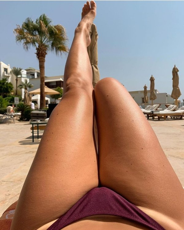 Girls With Divine Legs (40 pics)