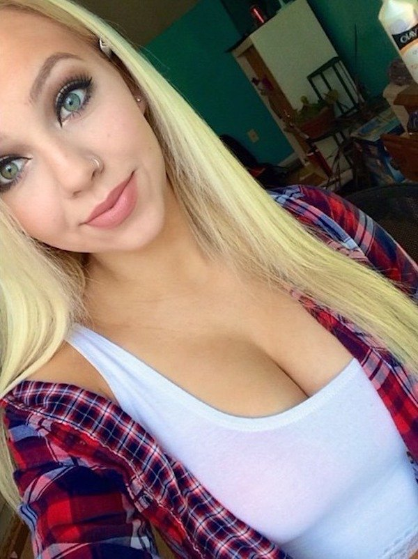 Girls Warm Up In Flanel Shirts (32 pics)