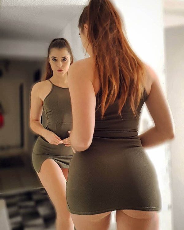 Beauties In Tight Dresses (40 pics)