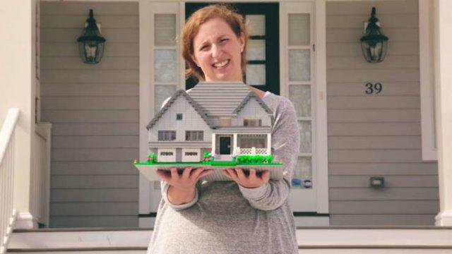 Designer Turns Real Homes Into LEGO Replicas (19 pics)