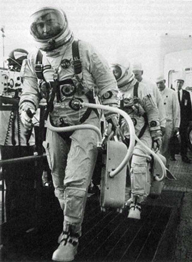 Interesting Historical Moments (16 pics)