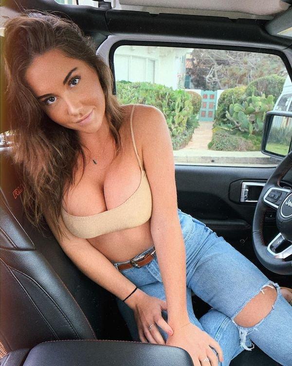 Nice Combo: Girls And Cars (31 pics)