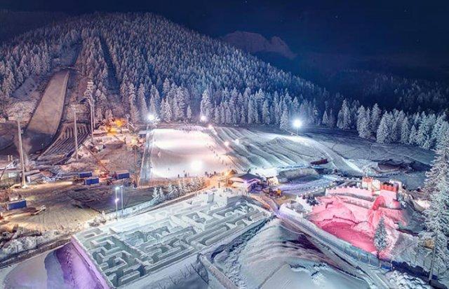 Snowlandia: The World's Largest Snow Labyrinth (11 pics)