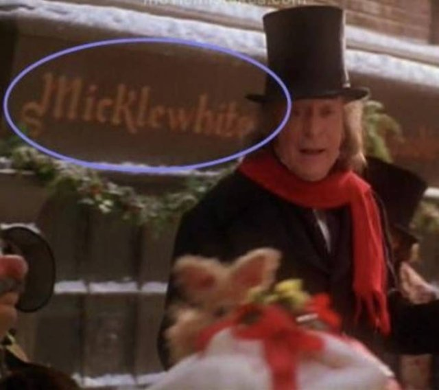 Hidden Details That You Missed In Christmas Movies (17 pics)