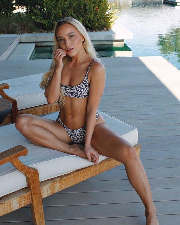 Girls Wearing Bikini (50 pics)