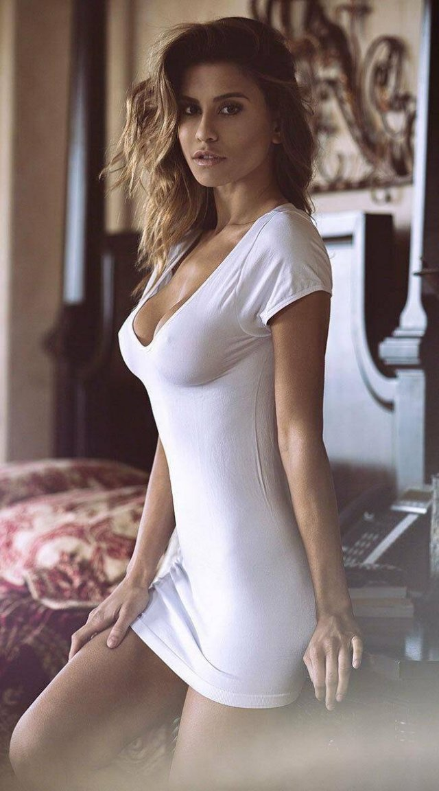 Beauties In Tight Dresses (55 pics)