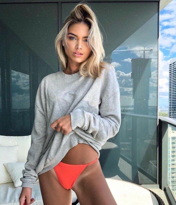 Girls In Sweaters (41 pics)