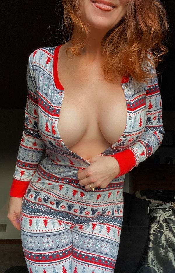 Hot Christmas Girls (37 pics)